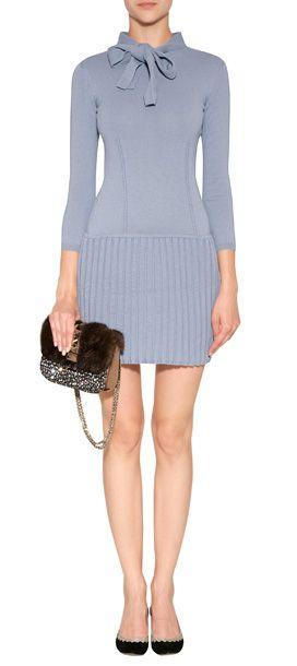 Luxuriöses Kleid aus feiner, taubenblauer Wolle von Moschino #Stylebop