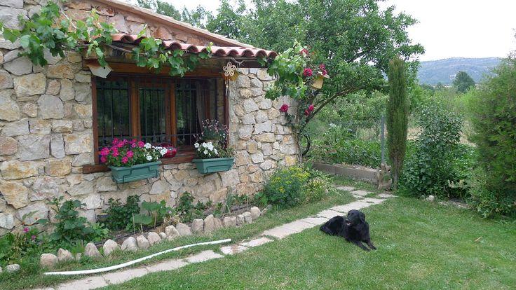 Patios y jardines grandes peque os for Jardines mediterraneos pequenos