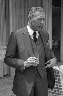 Horst Tappert (* 26. Mai 1923 in Elberfeld; † 13. Dezember 2008 in Planegg) war ein deutscher Schauspieler. Seine bekannteste Rolle war die des Oberinspektors Derrick in der gleichnamigen TV-Krimiserie.
