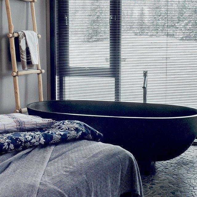 Bildet er fra @vakrehjemoginterior  Takk til fotograf Kim Granli og stylist Wenche Holt.  #vakrehjemoginterior #norefjellspa  #norefjellsparesort #nordicchoice #badekar #suite #hotellinteriør #design #interiør #interior #hotellrom #soverom #inspirasjon