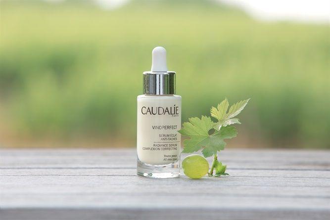Dalla linfa della vite, Caudalie ha estratto una molecola speciale, la Viniferina, in grado di donare luminosità e compattezza alla pelle. Nasce così una beauty routine viso composta da tre prodotti speciali
