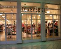 TOP 10 CHEAPEST CLOTHING STORES! http://www.collegefashion.net/shopping/top-10-best-stores-for-fashion-on-a-budget/
