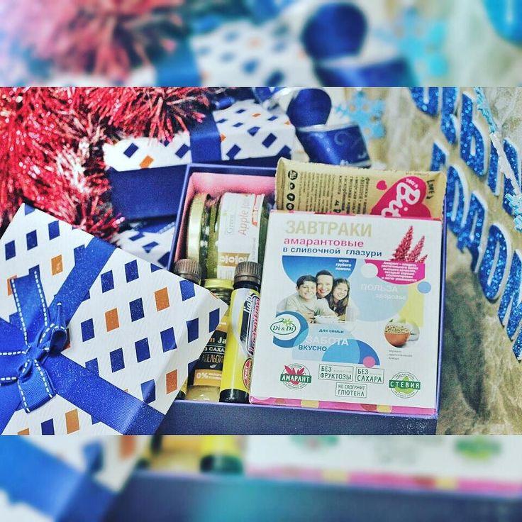 """Подарочный набор """"Фитнес-леди"""" - cтильная упаковка способствует праздничному настроению! Идеальный подарок для спортивной девушки. #ladyfitness #ssvshop #НГ2016 #новыйгод #подарки #сладости #sweetgifts #slimgift #lowcarb #tomsks #SlimFruit #greennature #bite #dianddi by olga_stroinaya"""
