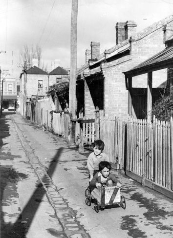 January 1952: Children play in the streets of Fitzroy. -Melbourne's slums | City's slum heritage | Photo Galleries and News Photos | News Pictures and Photos | Herald Sun
