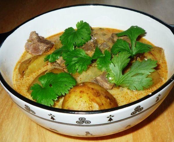 Говядина c картошкой в мультиварке в соусе карри Мягкая ароматная говядина c картошкой в мультиварке, приготовленная по тайскому рецепту со сливочным соусом карри