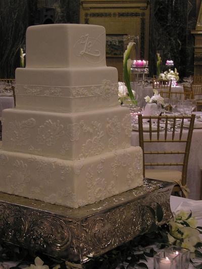 What a lovely simple cakeAppliques White, White Squares, Squares Monograms, Pretty Cake, Squares Cake, Cake Ideas, Wedding Cakes, Cake White, Simple Cake