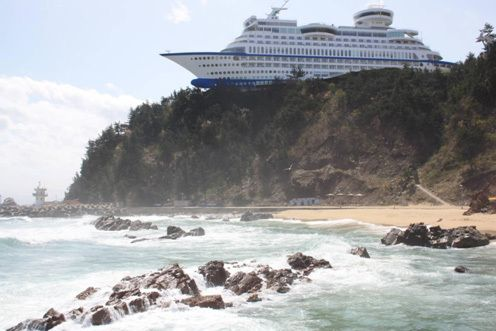 Sun Cruise Resort and Yacht in South Korea, the hotel was deliberately built to look like a maritime disaster.