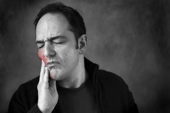 Throbbing Tooth A throbbing tooth signifies acute pulpitis. Read on to know the causes of throbbing tooth pain, its diagnosis and how to treat this condition.