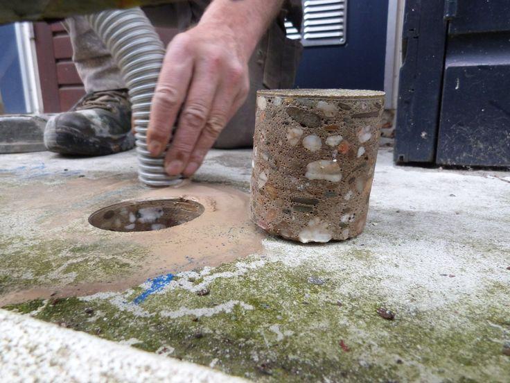 Kernen boren in het bestaande balkon voor betononderzoek