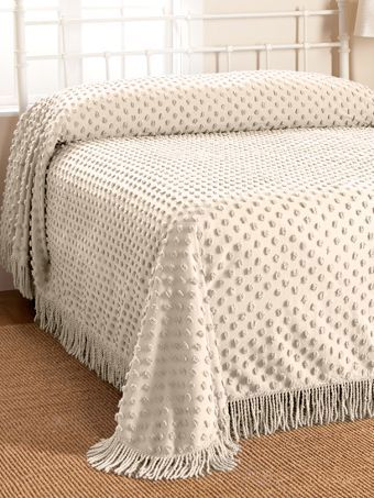 This hobnail chenille bedspread features a fringed border with over-sized tufts. Give any bedroom m a vintage look with this hobnail cotton daybed cover.