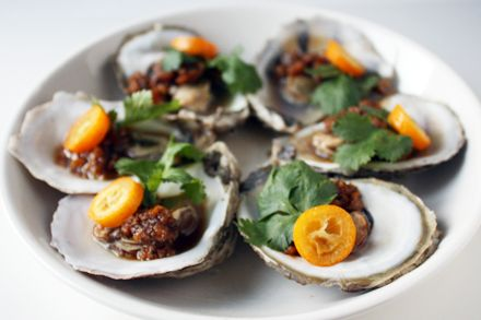 Steamed Oysters with Tangerine Peel Sauce (陳皮蒸鮮蠔)