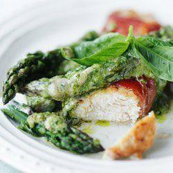 Kurczak w szynce ze szparagami w sosie z zielonego pesto | Kwestia Smaku #obiad #szparagi