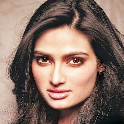 Athiya Shetty, the young beauty of Bollywood. Checkout Athiya Shetty Height,…