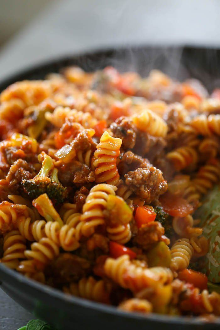 Italian Sausage & Peppers Pasta is an easy weeknight meal for pasta lovers! This dinner is laced with peppers, broccoli, garlic, Italian Sausage and marinara for a yummy and filling meal! #comfortfood #dinner #laurenslatest