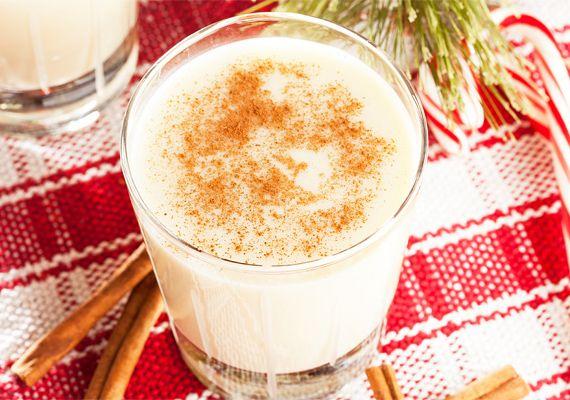 Ír krémlikőr4 evőkanál kristálycukrot kevés vízzel karamellizálj, majd önts rá fél liter felforralt, de már langyosra hűlt tejszínt. Addig főzd együtt, míg elolvad a karamella, de ügyelj rá, hogy ne kezdjen el forrni. Tegyél bele 2 csomag vaníliás cukrot, 2 tubus sűrített tejet és 2 deciliter kávét. Kicsit rottyantsd fel, majd zárd el alatta a tűzhelyet, és ha kihűlt, 4 deciliter whiskyvel keverd össze. Töltsd üvegbe, és tedd egy-két órára a fagyasztóba, utána hűtőben tárold.