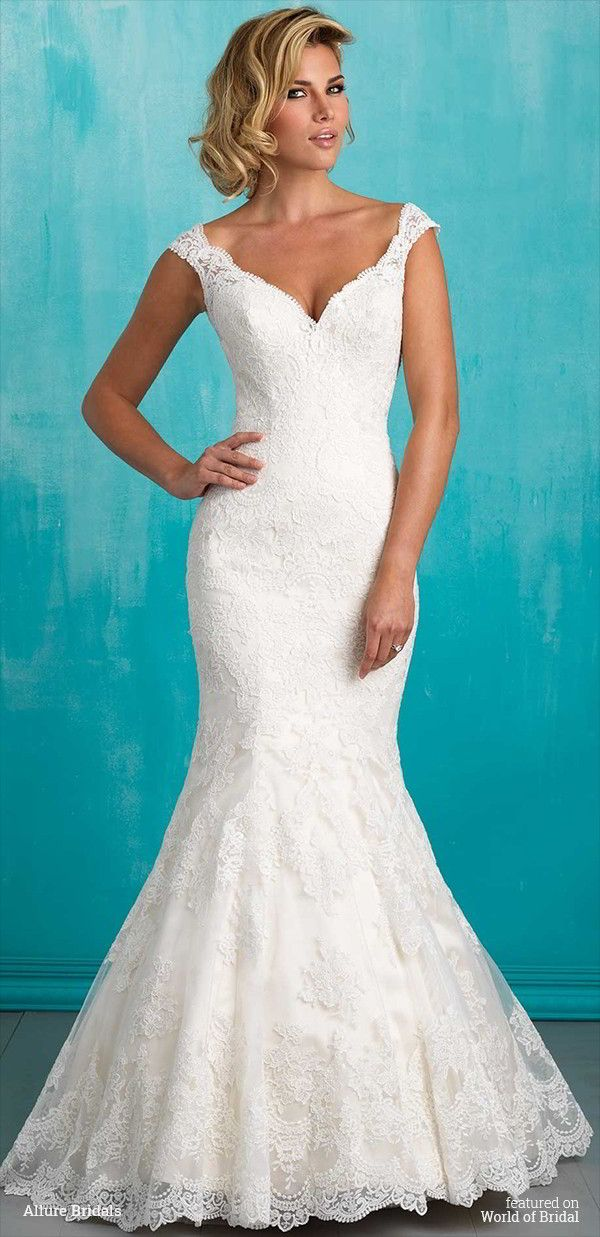 Scalloped lace makes a subtle statement in this understated yet sexy gown.