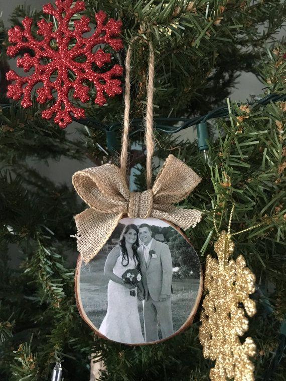 Personalizado foto Adorno, ornamento de madera rebanada, madera rebanada foto ornamento, favores de la boda, boda adornos, adornos de Navidad, decoración rústica