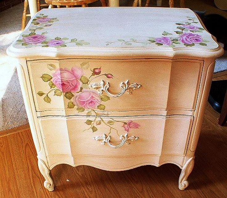 French painted night stand...Aaah........ I love the roses♥ Could I do yhis with the end tables?