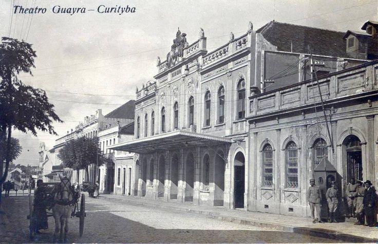 Antigo Teatro Guayra, demolido em 1935, na Rua Nova, atual Dr. Muricy, após ser utilizado como prisão durante a revolução Federalista. Armin Henkel/Acervo Paulo José da Costa