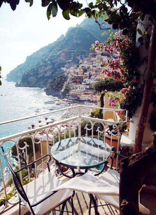 Balcony dining - Amalfi Coast in Italy