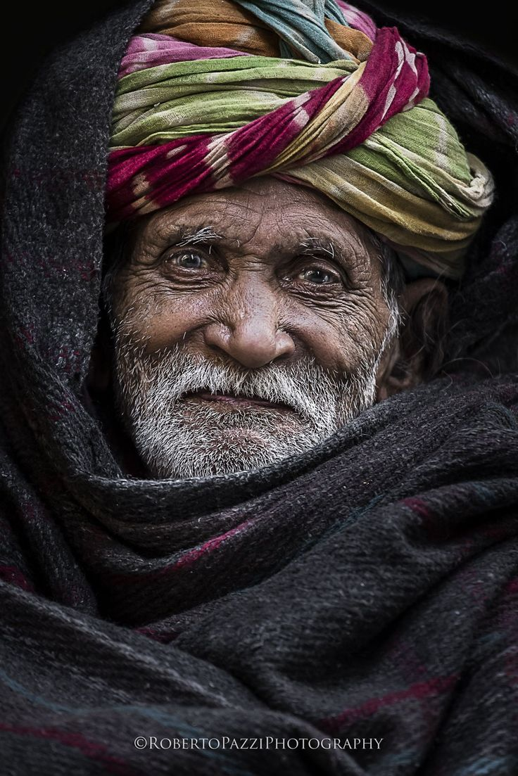 The Elder - Elderly man in Agra (India). In India, the turban is referred to as a pagri, meaning the headdress that is worn by men and is manually tied. There are several styles, which are specific to the wearer's region or religion, and they vary in shape, size and colour.