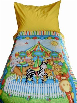Stunning zoo animals cot/toddler bed duvet and pillow case set. Unisex design that will brighten up any room. For only R350