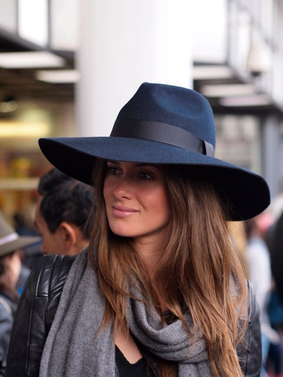 Grande Navy Fedora with large brim van MuDuLondon op Etsy, £45.00