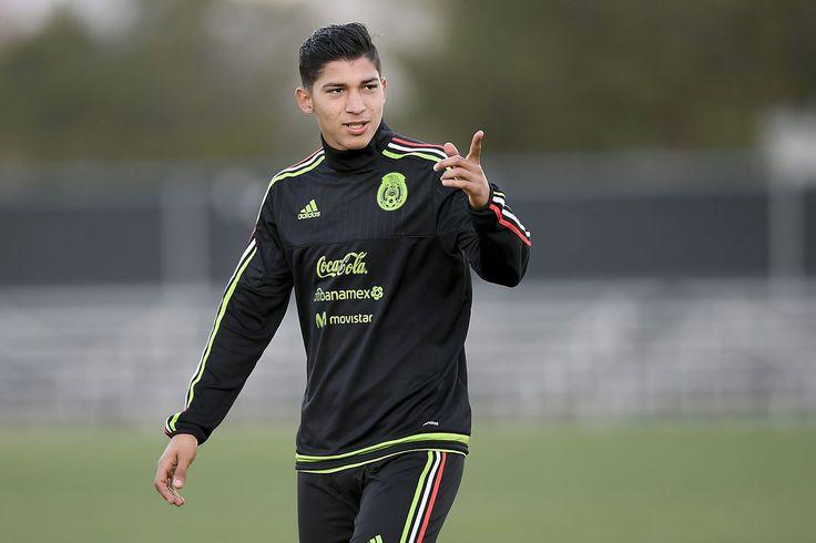 ÁNGEL ZALDÍVAR SE SUMA A PRELISTA DE COPA ORO; YA SON SEIS CHIVAS La Selección Mexicana se amplía para la preparación que tendrá con miras a la Copa Oro 2017 y añadió a Ángel Zaldívar de Chivas entre sus convocados.