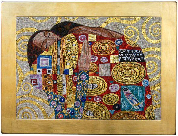 La cornice del mosaico è dorata con la tecnica a guazzo
