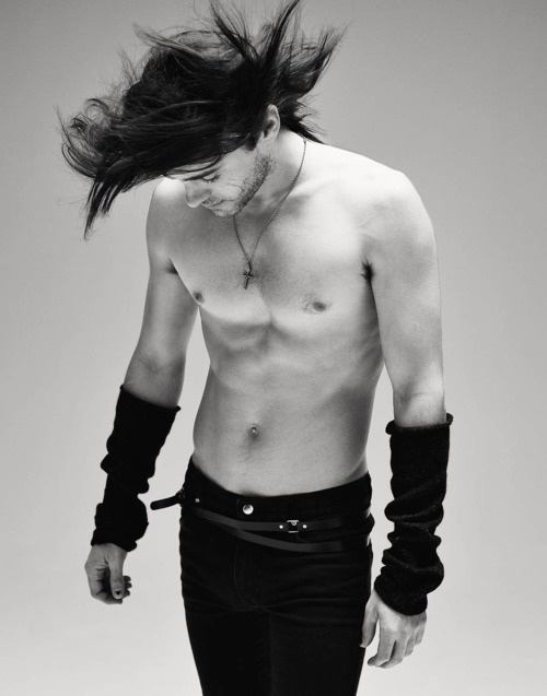 Jared Leto looking tres beau
