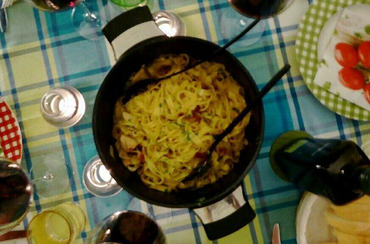 Deilig pasta som lages i en gryte og klar til servering etter 20 min.
