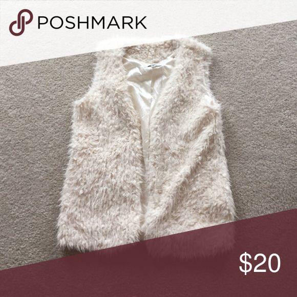 White Fur Vest Women's White Fur Vest. Size Medium. Only worn once! Papaya Jackets & Coats Vests