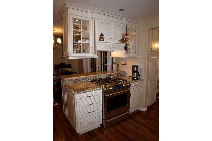Stove in peninsula with upper cabinets chris jodi 39 s for 7 x 9 kitchen cabinets
