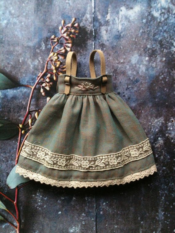Pinafore dress for Blythe - Celadon by moshimoshi studio