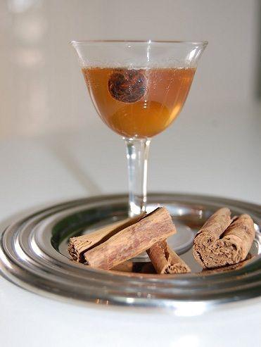 Ecco per voi le istruzioni per preparare un ottimo liquore alla cannella, detto anche cannellino, un liquore leggero e versatile perfetto anche da regalare.