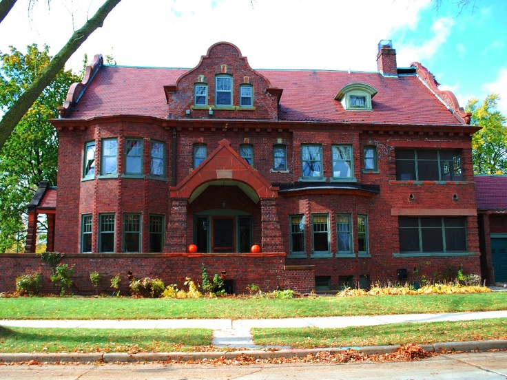 Milwaukee house rental   The Historic Newberry House is Milwaukee s urban  vacation rental w  8 bedrooms. 30 best Milwaukee Mansions images on Pinterest   Milwaukee