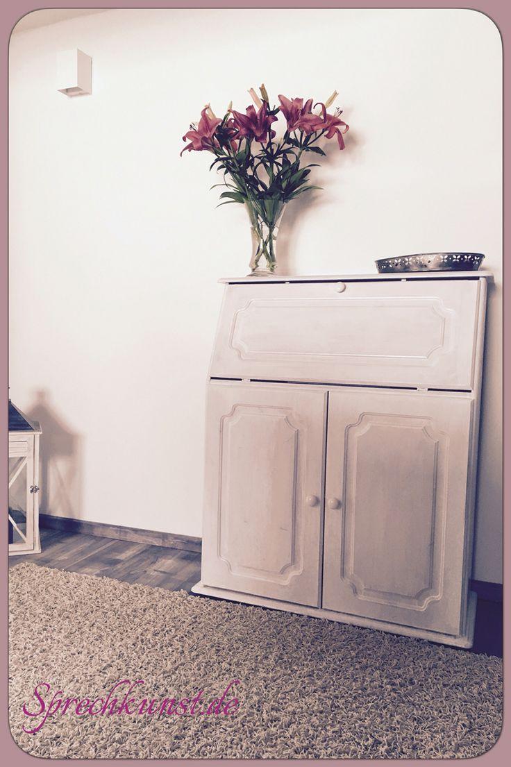 Elegant Aus Einem Alten Einfachen Holz Sekretär Mit Ein Bisschen Weißer Lackfarbe  Ein Schickes Vintage  · LackfarbeHolzDeko