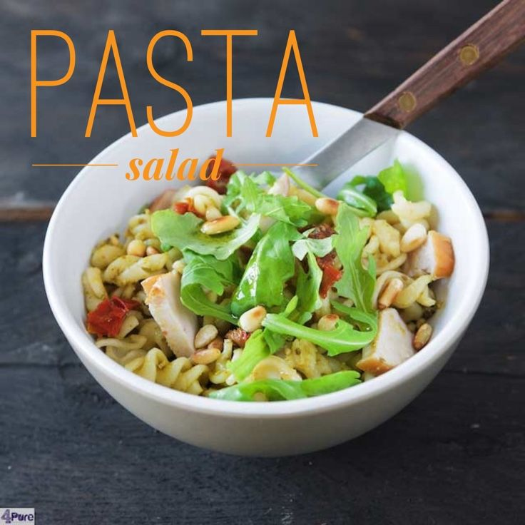 Recipe for pasta salad with smoked chicken, pesto, arugula and sun dried tomatoes. Recipe in English  Recept voor pastasalade gerookte kip, pesto, zongedroogde tomaten. Het recept is ook in het Nederlands.