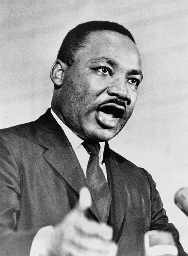Martin Luther King - foi um pastor protestante e ativista político estadunidense. Tornou-se um dos mais importantes líderes do movimento dos direitos civis dos negros nos Estados Unidos, e no mundo, com uma campanha de não violência e de amor ao próximo