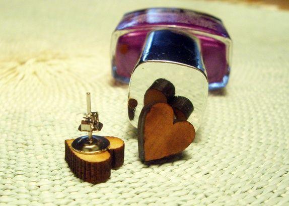 Eplabiter: Handmade earrings with wooden  hearts Hjerter https://epla.no/shops/pyntesjuk/