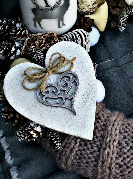 Szív dísz akrillal festve