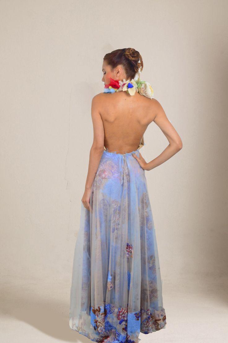 Vestido  de  alata  gala escote  profundo  en espalda semi  cola