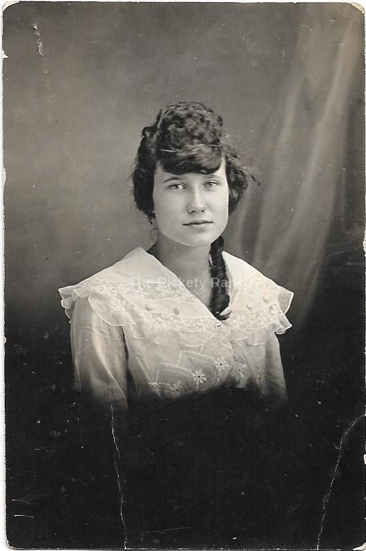 Ehi, ho trovato questa fantastica inserzione di Etsy su https://www.etsy.com/it/listing/221182582/vintage-foto-la-donna-in-riccioli