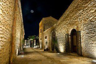 Atmosfere serali! #Borgodegliangeli  #location #resort