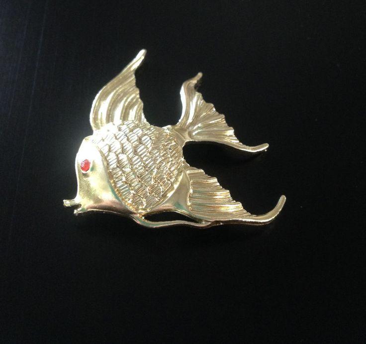 Vintage Gold Tone Fish Red Rhinestone Eye Unmarked Pin