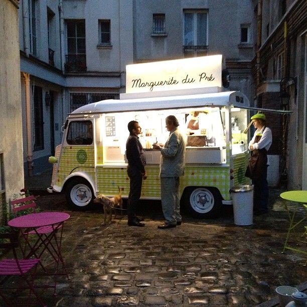 food truck, yaourt glace. Marguerite du Pré. Citroen HY.