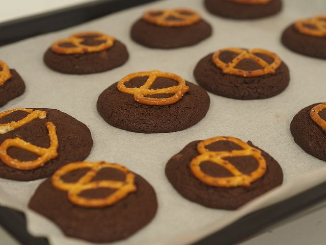 chocolate pretzel cookies in the thermomix, gluten free option too