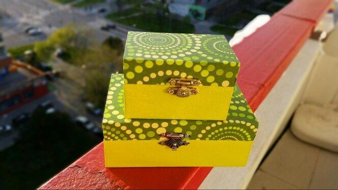 Decoupage box spring's tone