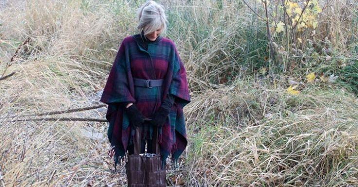 Récupérez une vieille couverture de laine ou de polar, ou procurez-vous en une neuve aux couleurs du printemps pour faire un puncho! Vous pourriez aussi vous procurer du tissus de polar à environs 5$ le mètre pour le faire. L'hiver est terminée! Le p