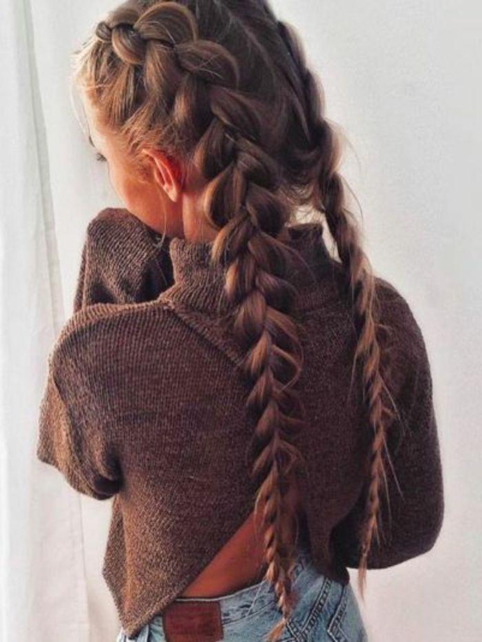 tresse collé, type boxeur, cheveux longs, blonde, pull marron, idée de coiffure femme style décontracté
